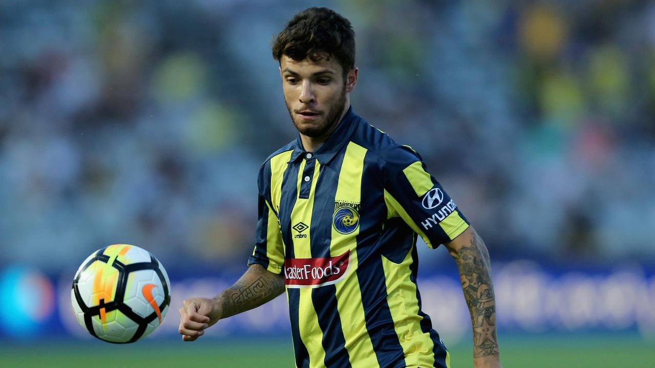 Brisbane Roar have held talks with Central Coast Mariners playmaker Daniel De Silva.
