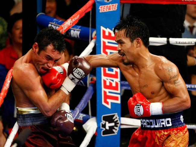 Boxer Manny Pacquiao connects with a right to the head of Oscar De La Hoya during their welterweight fight at the MGM Grand Garden Arena in Las Vegas, Nevada, 06/12/2008.