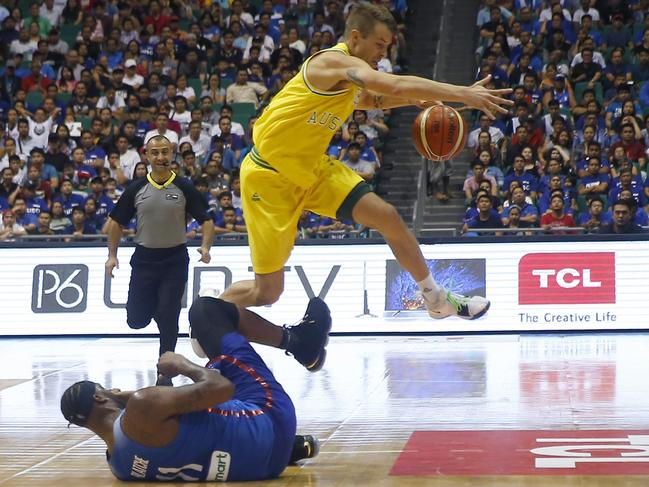 Australia Boomers vs. Philippines basketball game erupts into huge ...