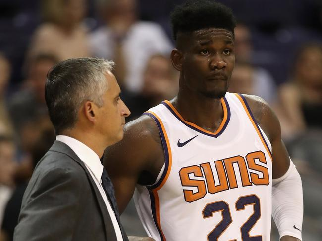 Igor Kokoskov talks with Deandre Ayton. Picture: Christian Petersen/Getty Images/AFP