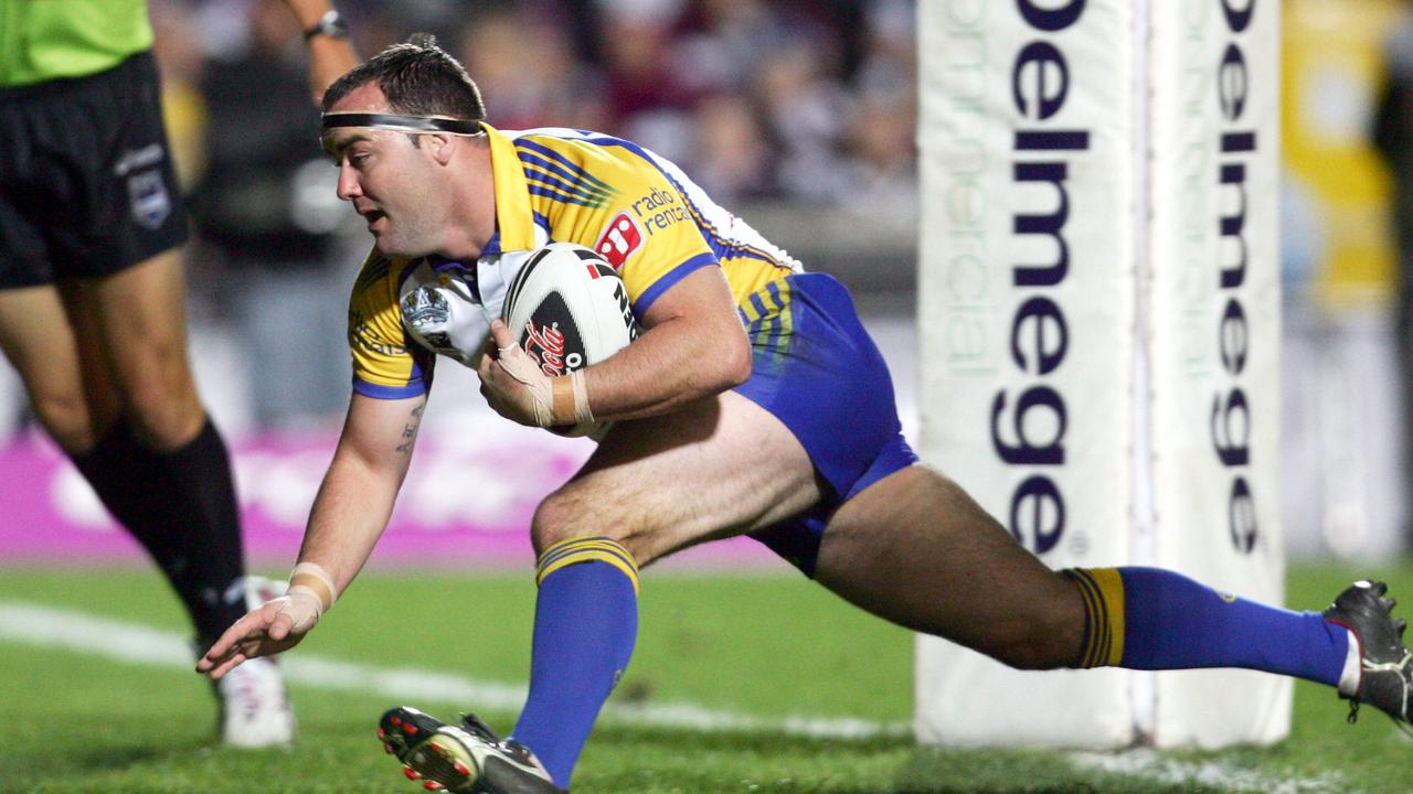 Mark Riddell scores for Parramatta during his time at the Eels