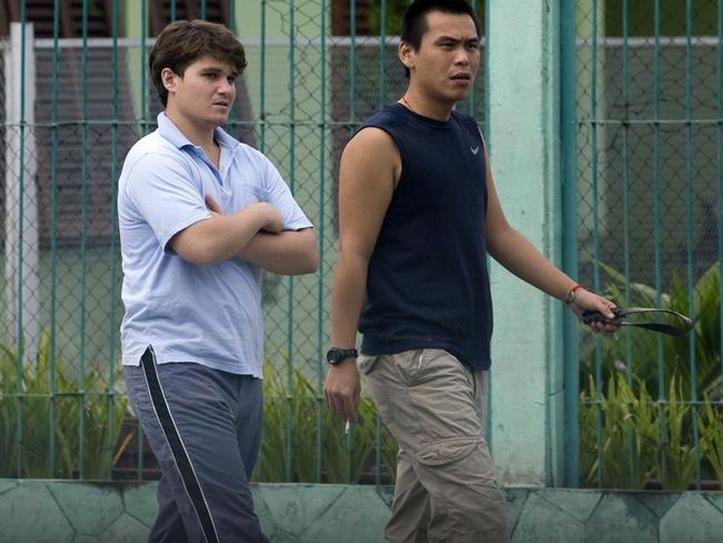 Scott Rush and Si Yi Chen walking inside Kerobokan jail in 2010.