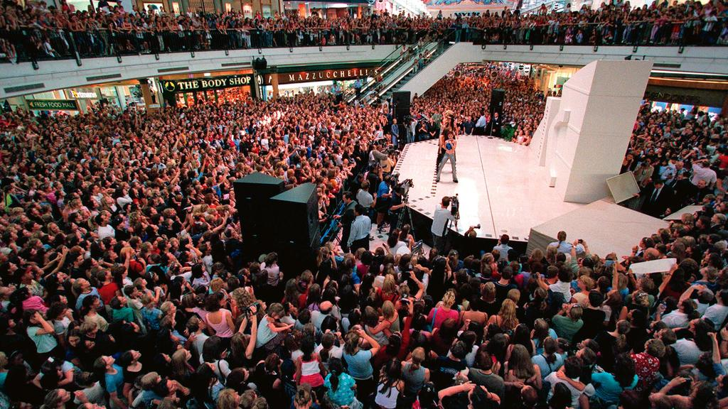 Bardot performing at a shopping centre in Perth. (Picture: Ross Swanbprpugh)
