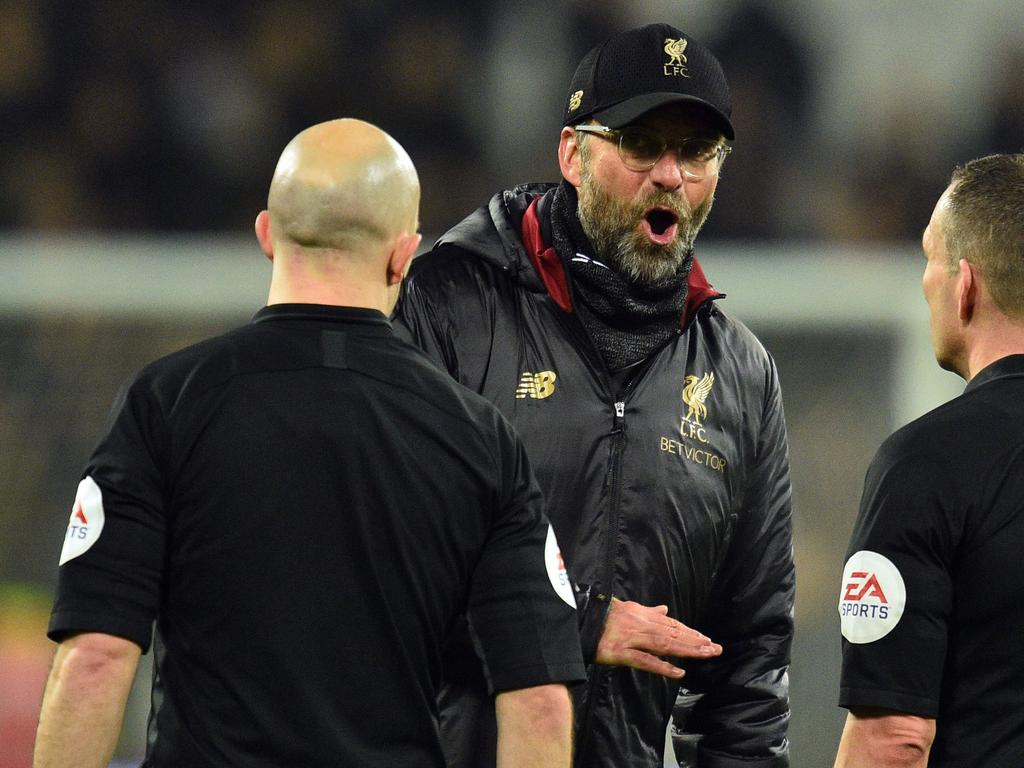 Liverpool's German manager Jurgen Klopp speaks to the officials after the English Premier League football match between West Ham United and Liverpool at The London Stadium, in east London on February 4, 2019. - The game finished 1-1. (Photo by Glyn KIRK / AFP) / RESTRICTED TO EDITORIAL USE. No use with unauthorized audio, video, data, fixture lists, club/league logos or 'live' services. Online in-match use limited to 120 images. An additional 40 images may be used in extra time. No video emulation. Social media in-match use limited to 120 images. An additional 40 images may be used in extra time. No use in betting publications, games or single club/league/player publications. /