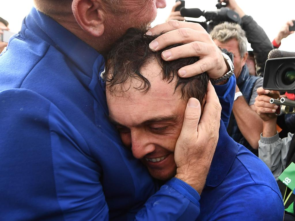 TOPSHOT - Europe's Italian golfer Francesco Molinari (C) celebrates withEurope's Danish captain Thomas Bjorn after victory in during his singles match on the third day of the 42nd Ryder Cup at Le Golf National Course at Saint-Quentin-en-Yvelines, south-west of Paris on September 30, 2018. (Photo by FRANCK FIFE / AFP)