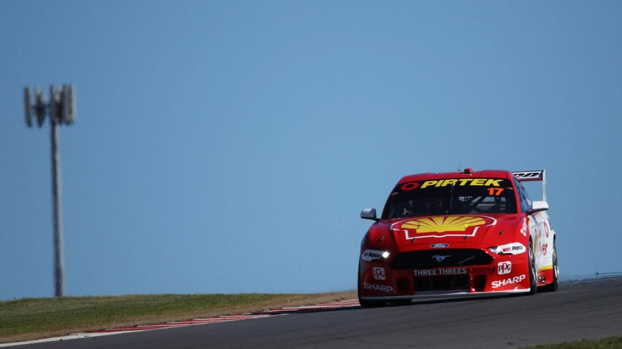 Scott McLaughlin tackles Tailem Bend in opening practice.