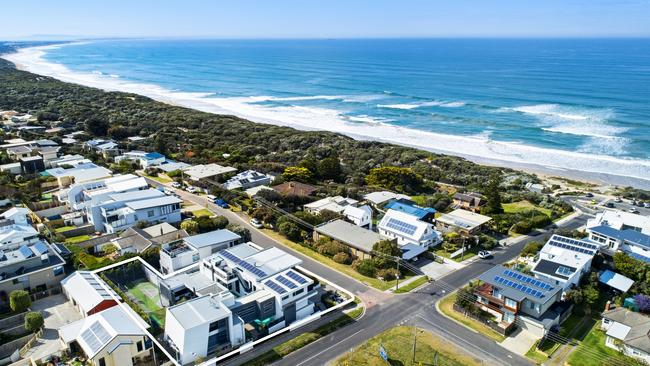 91 Orton St, Ocean Grove overlooks the ocean and is walking distance to the main street.