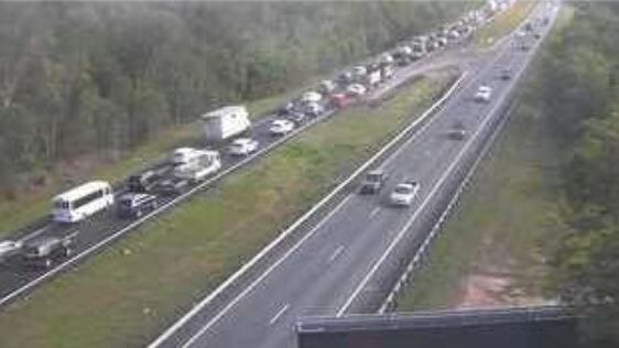 Traffic on the Bruce Highway at Beerburrum, looking south, at about 3.55pm.