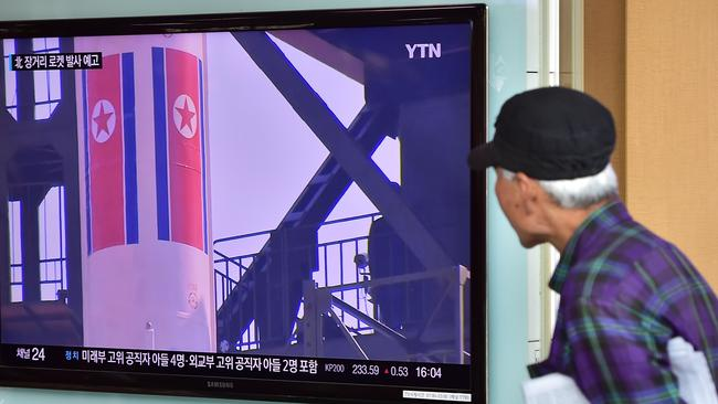A man watches a news report at a railway station in Seoul on September 15, 2015, on the confirmation from North Korea that the nuclear reactor seen as the country's main source of weapons-grade plutonium had resumed normal operations.