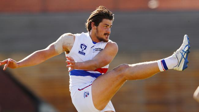 Tom Boyd kicks at goal in the VFL.