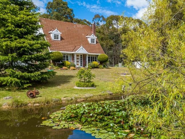 What does the median buy? 40 Mount Hull Road Collinsvale was sold for $482,500 by Petrusma Property in January.
