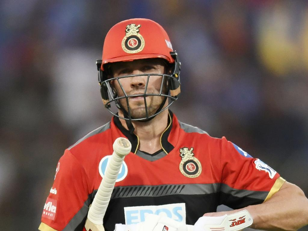 Royal Challengers Bangalore cricketer AB De Villiers walks back after getting dismissed during the 2018 Indian Premier League (IPL) Twenty20 cricket match between Rajasthan Royals and Royal Challengers Bangalore at the Sawai Mansingh Stadium in Jaipur on May 19, 2018.  / AFP PHOTO / CHANDAN KHANNA / ----IMAGE RESTRICTED TO EDITORIAL USE - STRICTLY NO COMMERCIAL USE----- / GETTYOUT