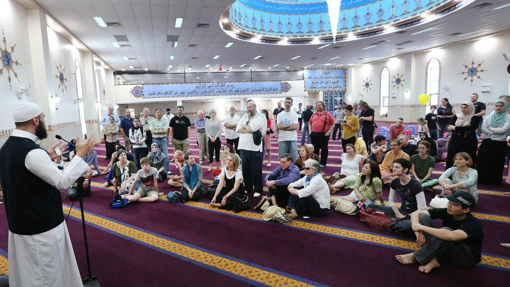 Lakemba Mosque opens doors to thousands of visitors as part of ...