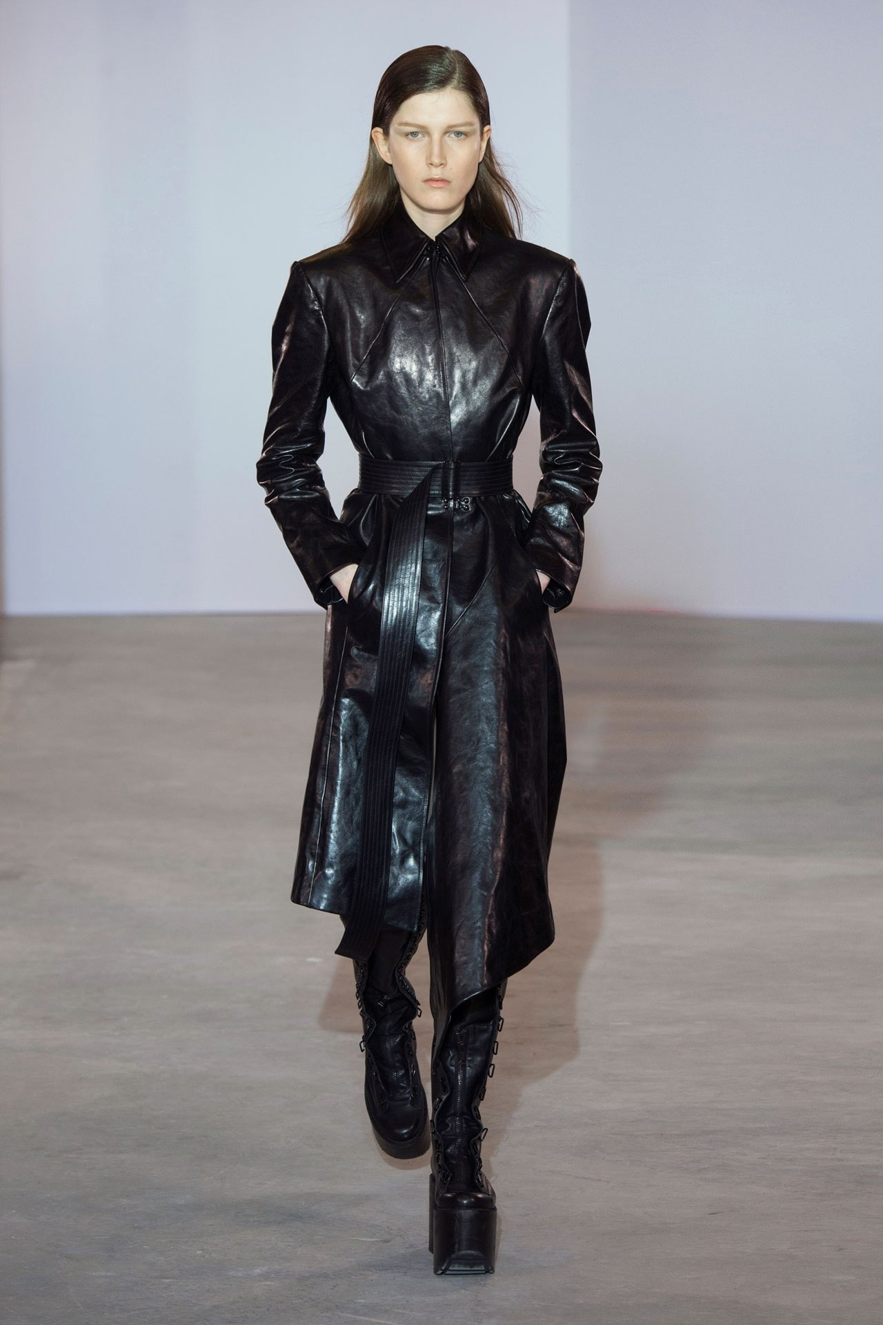 A look from the Olivier Theyskens ready-to-wear autumn/winter '18/'19 collection. Image credit: Indigital