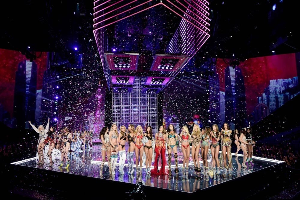 A $2 million bra to 32 make-up artists: here is the Victoria's Secret Fashion Show by the numbers