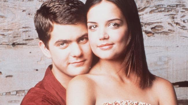 Joey was played by Joshua Jackson and Pacey was played by Katie Holmes.