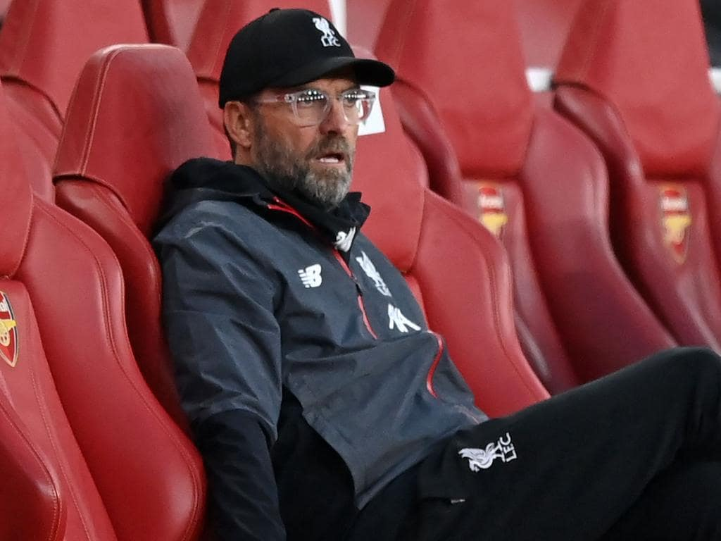 Liverpool's German manager Jurgen Klopp reacts in his seat after Liverpool concede their second goal during the English Premier League football match between Arsenal and Liverpool at the Emirates Stadium in London on July 15, 2020. (Photo by Shaun Botterill / POOL / AFP) / RESTRICTED TO EDITORIAL USE. No use with unauthorized audio, video, data, fixture lists, club/league logos or 'live' services. Online in-match use limited to 120 images. An additional 40 images may be used in extra time. No video emulation. Social media in-match use limited to 120 images. An additional 40 images may be used in extra time. No use in betting publications, games or single club/league/player publications. /