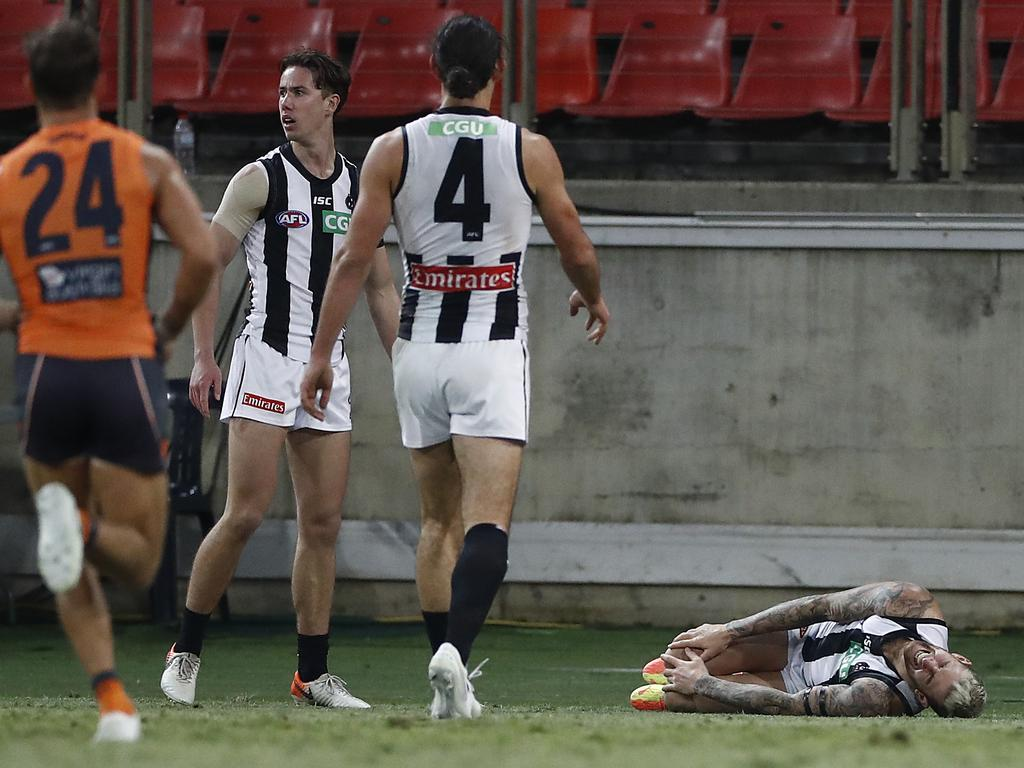 Players react after Howe's injury against the Giants. (Photo by Ryan Pierse/Getty Images)