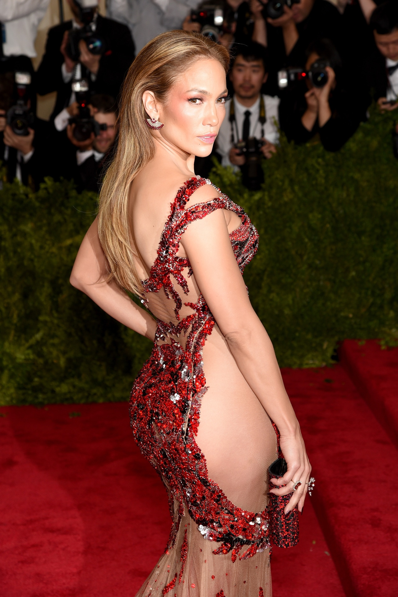 Jennifer Lopez is wearing the last dress made by Versace's longtime tailor to this year's Met Gala