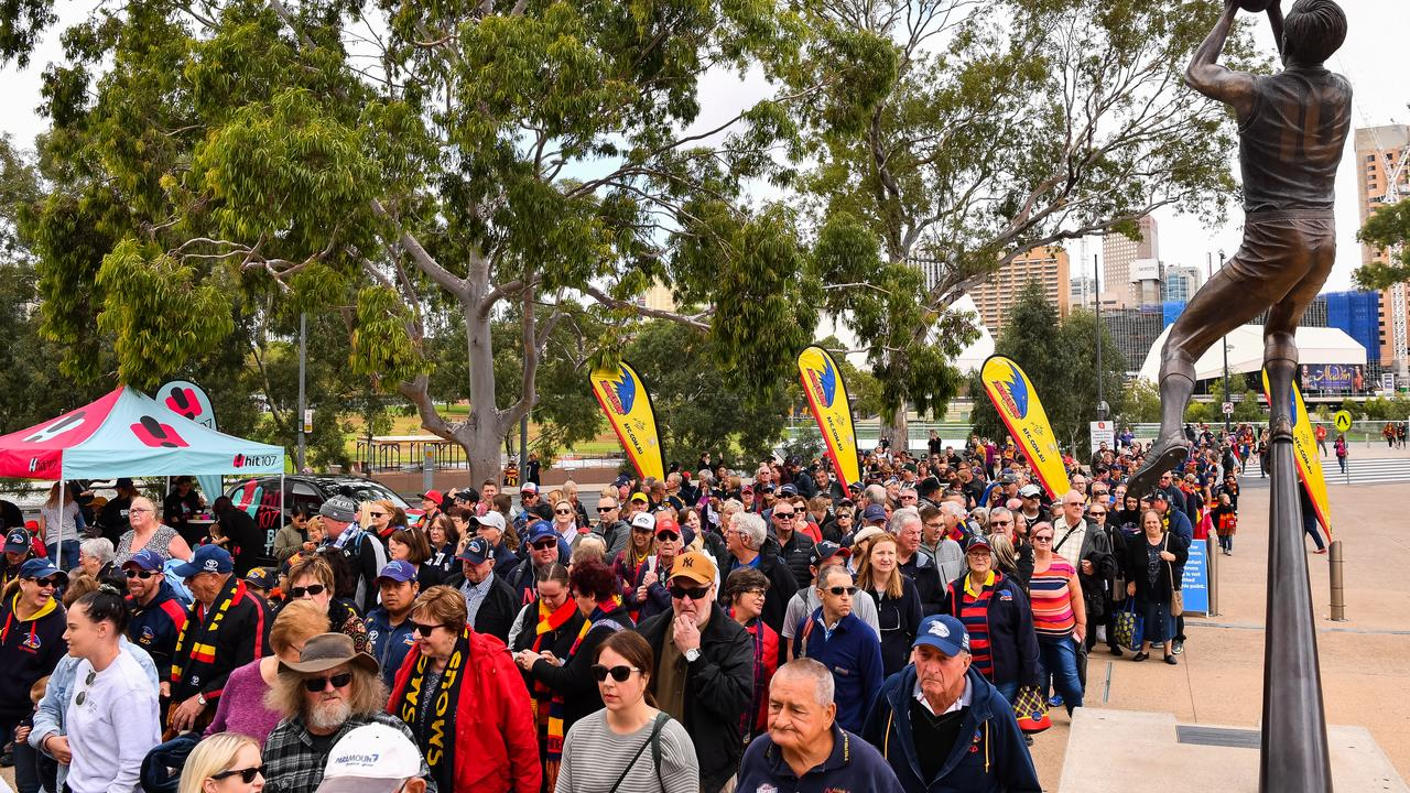 The queue to get into Adelaide Oval. (Photo by Daniel Kalisz/Getty Images)