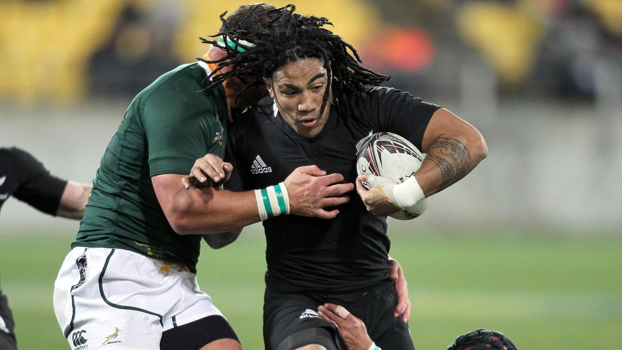 All Blacks star Ma'a Nonu is tackled by Springboks Adrian Jacobs and Werner Kruger.