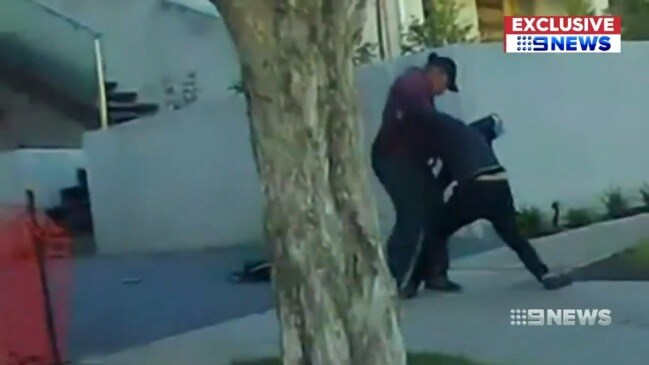 Disturbing moment Melbourne fugitive allegedly attacks mate with hammer (9 News)