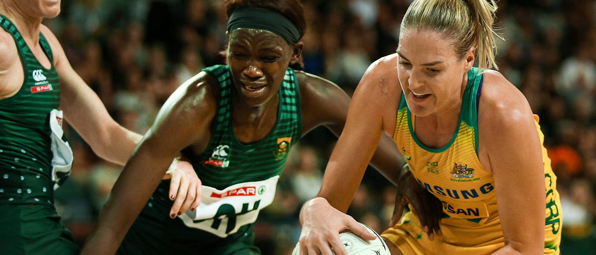Phumza Maweni of the Proteas challenges Diamonds captain Caitlin Bassett during the Netball Quad Series match between the South African Proteas and the Australian Diamonds at Spark Arena in Auckland, New Zealand, Saturday, September 15, 2018. (AAP Image/David Rowland) NO ARCHIVING, EDITORIAL USE ONLY