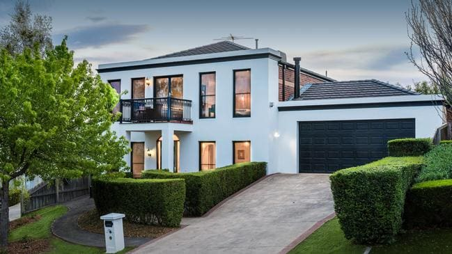 9 Lascelles Place, Highton sold for $805,000.