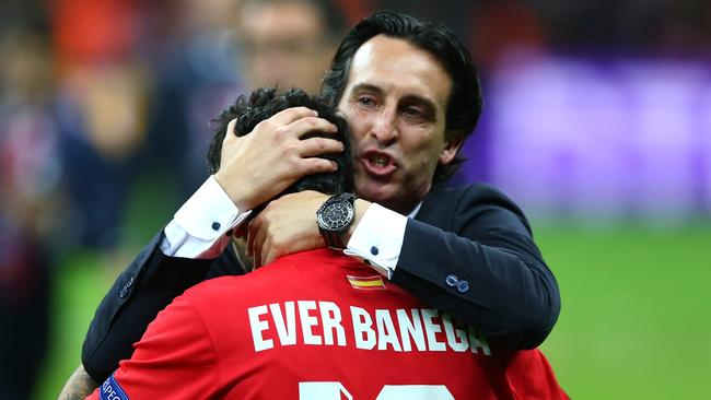 Unai Emery and Ever Banega are very familiar with each other.