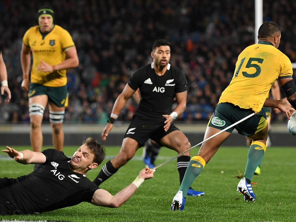 Beauden Barrett of the All Blacks hangs onto the short strings of Kurtley Beale of the Wallabies during the Bledisloe Cup match between the New Zealand All Blacks and the Australian Wallabies  at Eden Park in Auckland, New Zealand, Saturday, August 17, 2019. (AAP Image/Dave Hunt) NO ARCHIVING, EDITORIAL USE ONLY