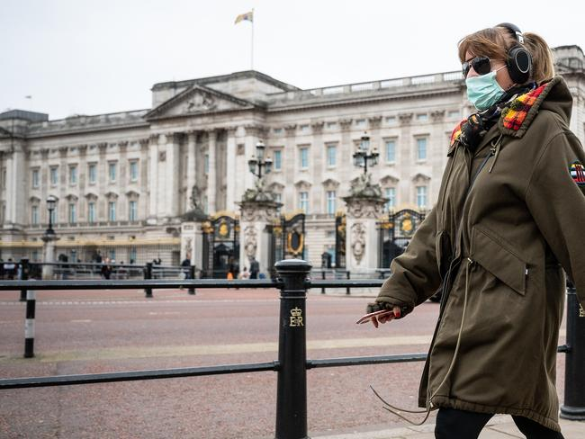A woman wearing a face mask walks past Buckingham Palace. Picture: Leon Neal/Getty Images