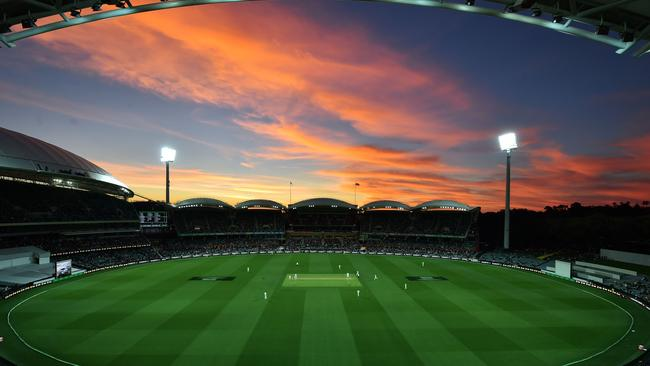 The sun sets during the first innings of the day-night third Test cricket match between Australia and South Africa at the Adelaide Oval in Adelaide on November 24, 2016. / AFP PHOTO / Peter PARKS / IMAGE RESTRICTED TO EDITORIAL USE — STRICTLY NO COMMERCIAL USE