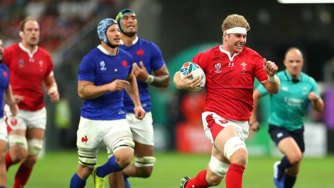 Aaron Wainwright breaks away to score a try for Wales. Picture: Getty Images