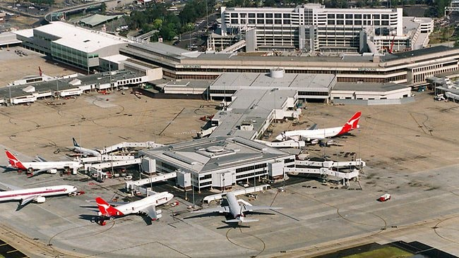 melbourne airport sits right - 650×366