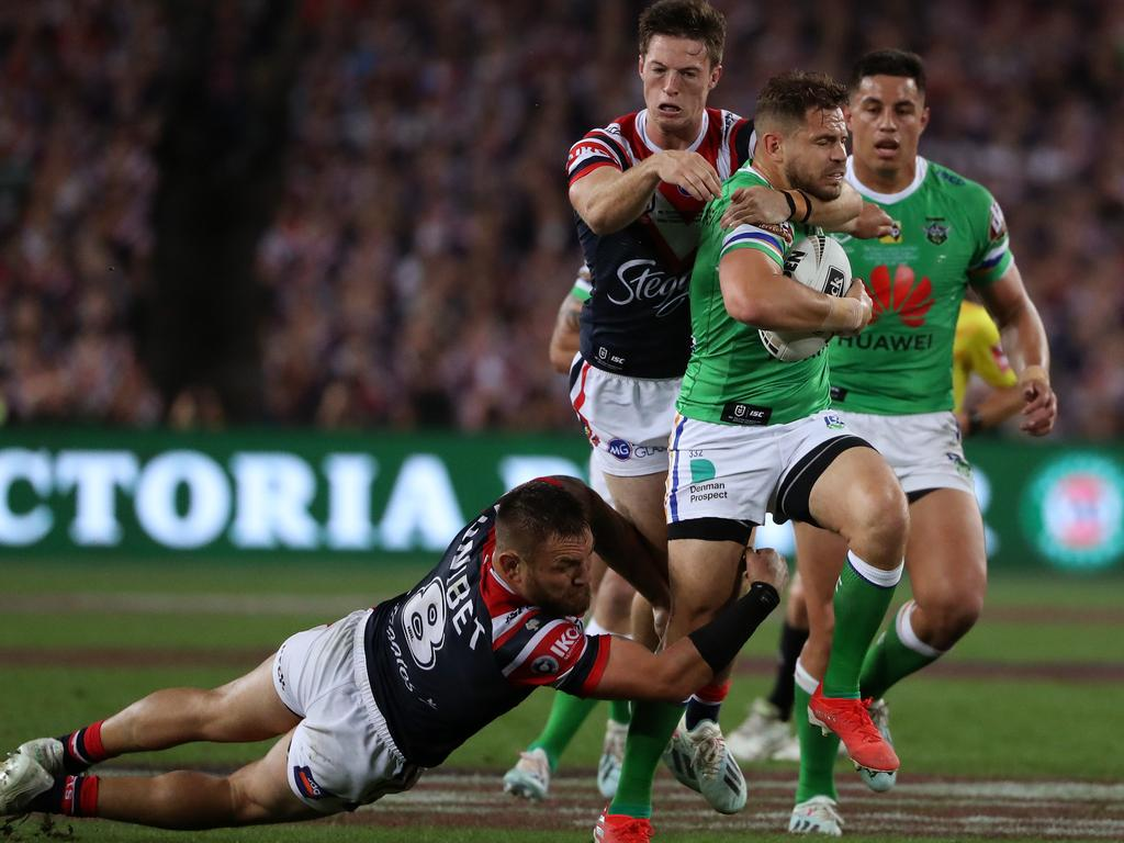 Aidan Sezer makes a half-break in the 2019 Grand Final.