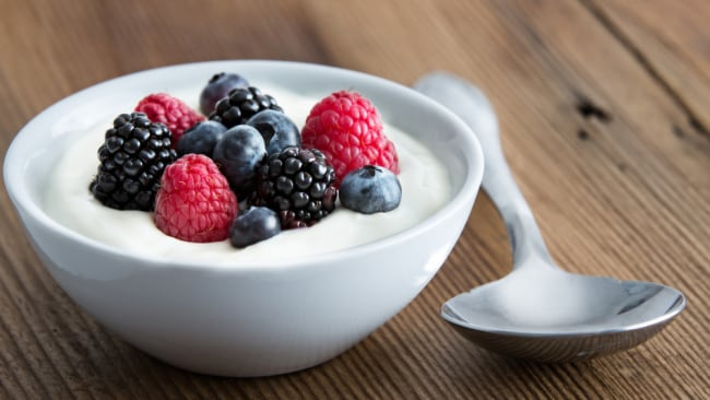 Fruit and yoghurt is a smart combo. Image: iStock.