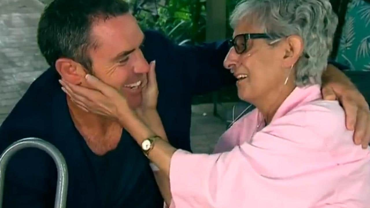 Brad Fittler surprises Roosters fan grace at her Palliative care facility.