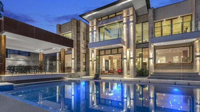 This property at 9 Ivy St, Indooroopilly, has been on the market for 439 days.