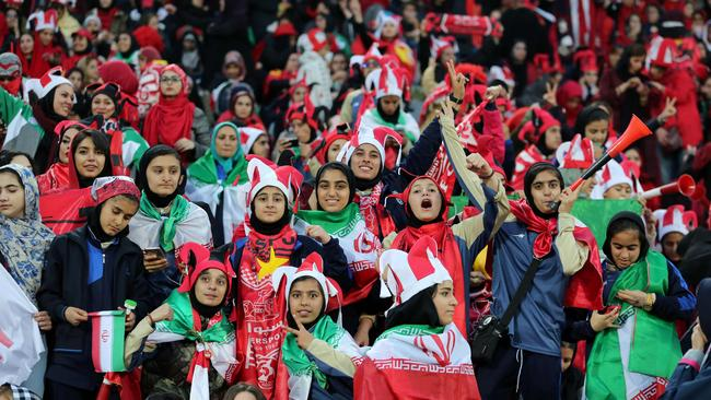Persepolis' female fans cheer for their team