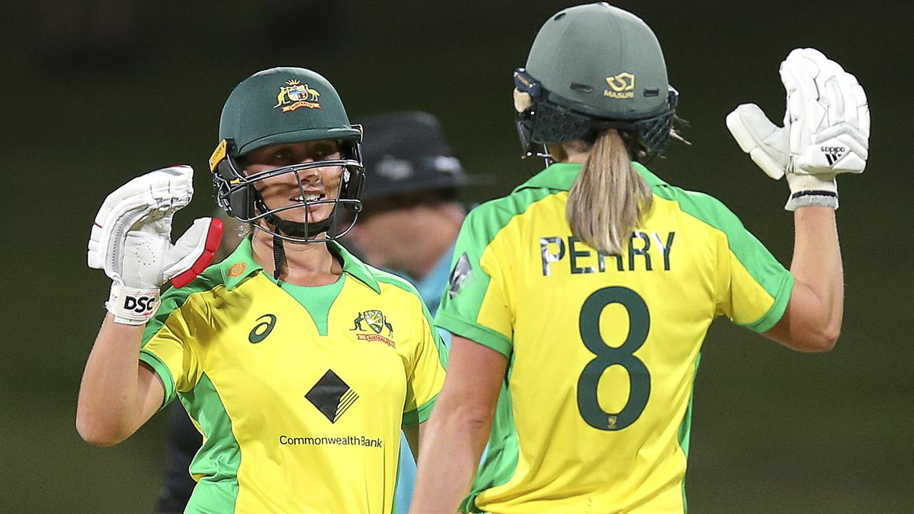 An unbeaten 72-run stand between Ash Gardner and Ellyse Perry saw Australia claim a six-wicket win over New Zealand in the first T20 in Hamilton. Photo: Getty Images