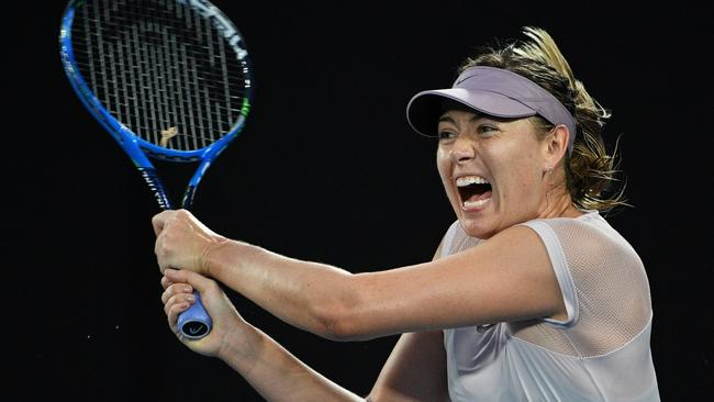25b202e17f06 Injured Maria Sharapova shuts down fan with perfect reply