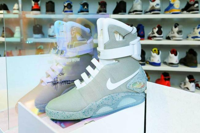 50-70% di sconto colori armoniosi a disposizione You Can Now Buy Marty McFly's Original Nike Air MAG Sneakers For ...