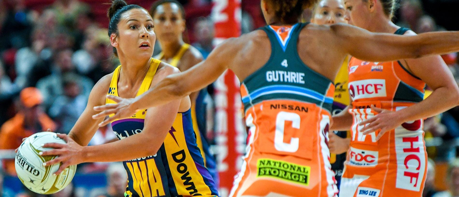 Kelsey Browne (left) of the Lightning competes for possession against Serena Guthrie of the Giants during the Super Netball Preliminary Final between Giants Netball and the Sunshine Coast Lightning at Qudos Bank Arena in Sydney, Sunday, August 19, 2018. (AAP Image/Brendan Esposito) NO ARCHIVING, EDITORIAL USE ONLY
