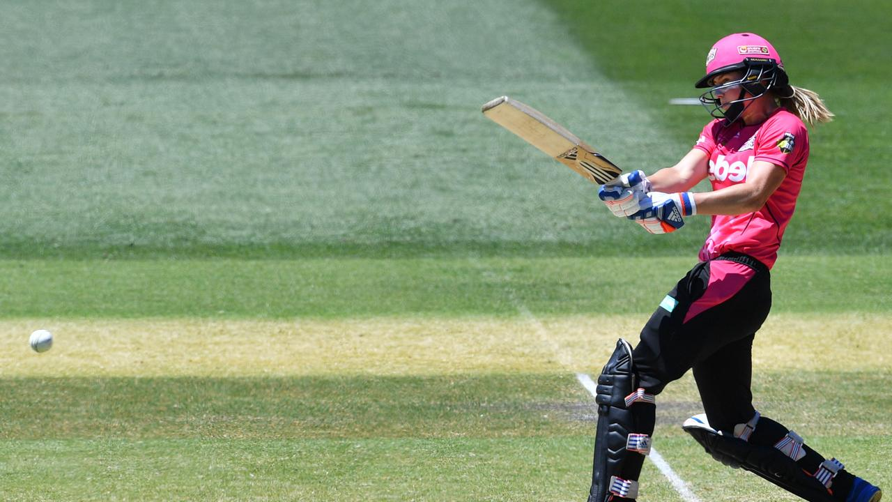 Ellyse Perry crashes the ball through midwicket. Photo: David Mariuz/AAP Image.