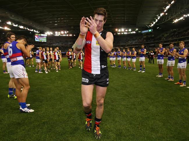The Western Bulldogs formed a guard of honour for retiring St Kilda veteran Lenny Hayes.