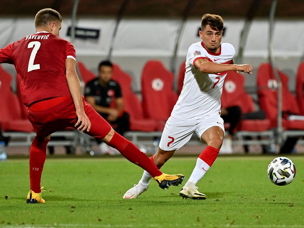 Turkey's midfielder Cengiz Under (R) controls the ball in front of Serbia's defender Starhinja Pavlovic during the UEFA Nations League, league B, day 2, group 3 football match between Serbia and Turkey at the Rajko Mitic stadium in Belgrade on September 6, 2020. (Photo by ANDREJ ISAKOVIC / AFP)