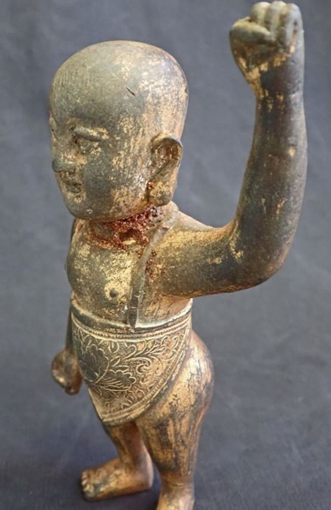 The baby Buddha weighs 1kg, despite its small size.