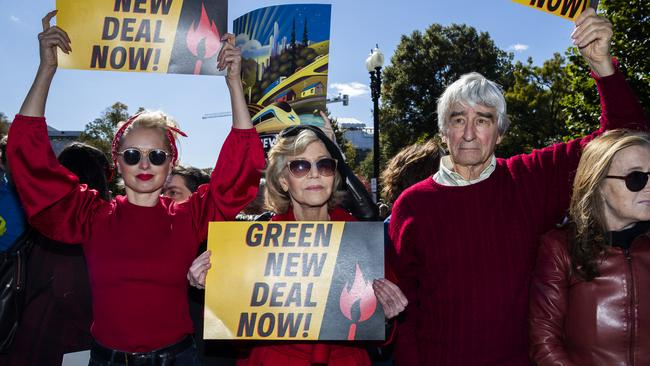 Fonda (centre) and her Grace and Frankie co-star Sam Waterston (right) protest in Washington. Picture: AP