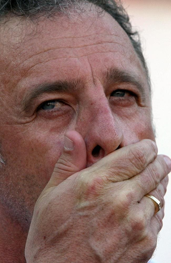 Australian team coach Graham Arnold reacts during their game against Oman in group A first round match of the Asian Football Cup in Bangkok, 08 July 2007.