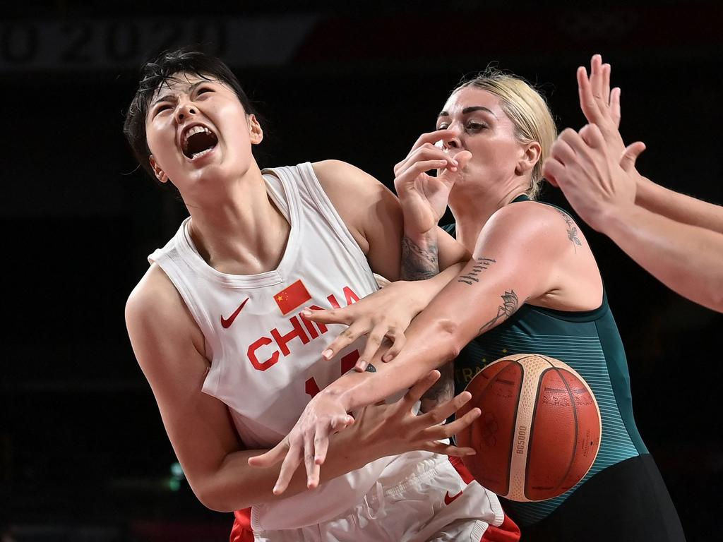 Australia's Cayla George (R) fights for the ball with China's Li Yueru in the women's preliminary round group C basketball match between China and Australia during the Tokyo 2020 Olympic Games at the Saitama Super Arena in Saitama on July 30, 2021. (Photo by Aris MESSINIS / AFP)
